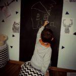 ściana tablicowa w pokoju dziecka