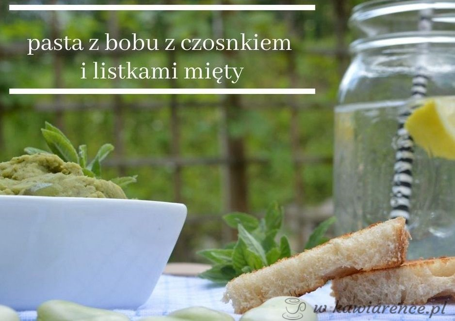 pasta z bobu z czosnkiem i listkami mięty