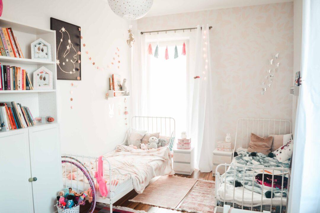 Wąski funkcjonalny pokój dla dwójki dzieci