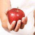 jedno jabłko dziennie - dlaczego należy jeść jabłka, na co wpływa jabłko
